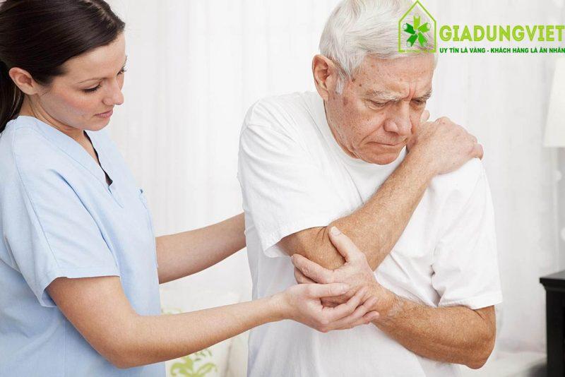 Nguyên nhân người già hay bị vấn đề về xương khớp min