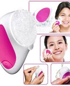 Máy massage rửa mặt Facial Cleanser Yesmay YN-cải tiến sản xuất trên công nghệ hiện đại Hàn Quốc với 3 đầu massage và rửa mặt, tặng kèm 20 miếng rửa mặt,giúp cải thiện làn da và ngăn ngừa các nhân tố gây hại da mặt một cách hiệu quả.