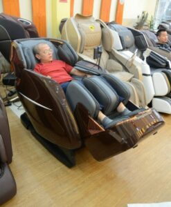 Ghế massage ITSU SU-180 tại showroom
