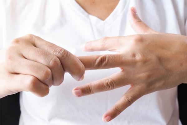 Chuẩn đoán hiện tượng tê ngón tay bằng những cách nào ?